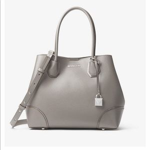 This beautiful great condition Micheal Kors Bag